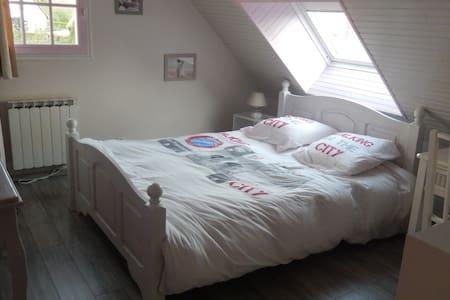 belle chambre confortable proche ville et plage , - Bénouville - B&B