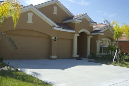 5 bdm, 4 baths, pool home in Fort Myers, FL - Fort Myers