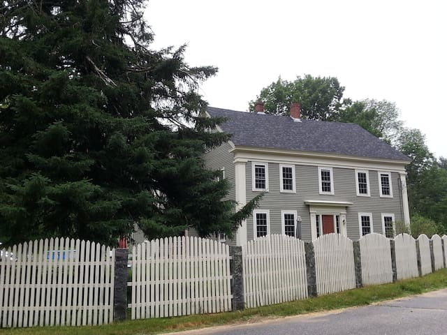 Restful, welcoming 1800s Colonial in Barre - Barre - Hus