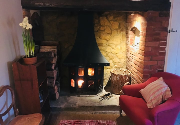 Cosy thatched cottage tucked at foot of a wood