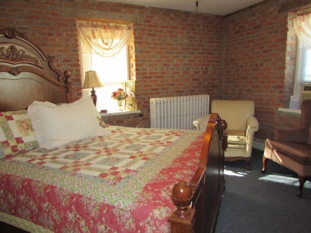 Historic B&B in the Amana Colonies (#7) - Homestead - Bed & Breakfast