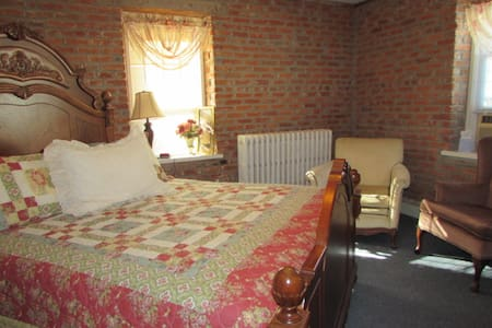Historic B&B in the Amana Colonies (#7) - Bed & Breakfast
