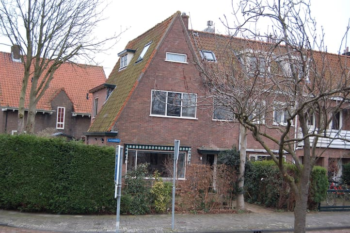 Spacious family house with large garden! - Heemstede - Talo