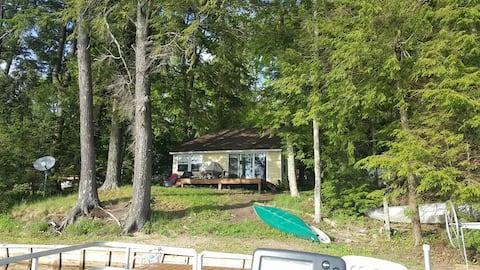 Cozy Cottage on East Lake