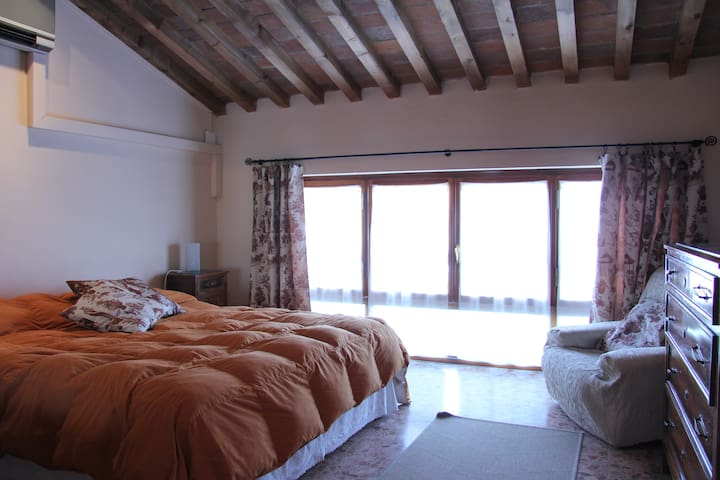 big bright & cosy room next 2 beach