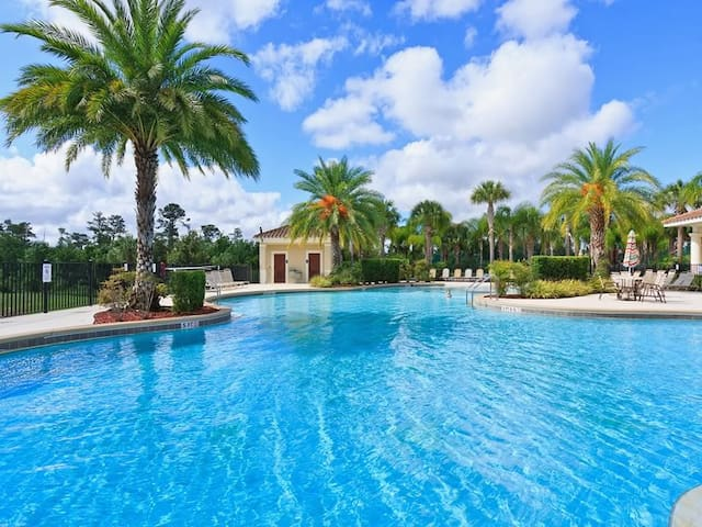 LUXURY VILLA 1.5 MILES TO DISNEY - Kissimmee