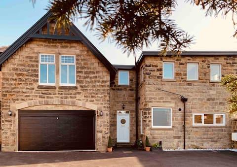 Amplia casa en el centro de Harrogate con parking