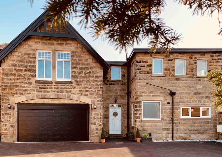 Spacious house in central Harrogate with parking