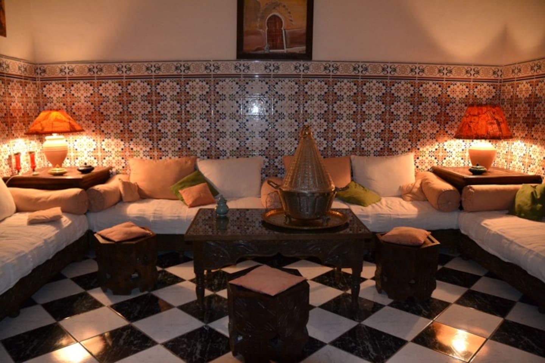 Salon marocain au rez-de-chaussée