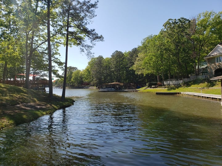 Lake Gaston Cabin (pontoon rental optional)