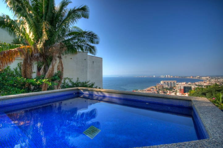 Penthouse with pool in PV with Breath Taking Views - Puerto Vallarta - Huvila