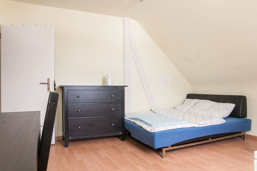 Attic room on top central location!