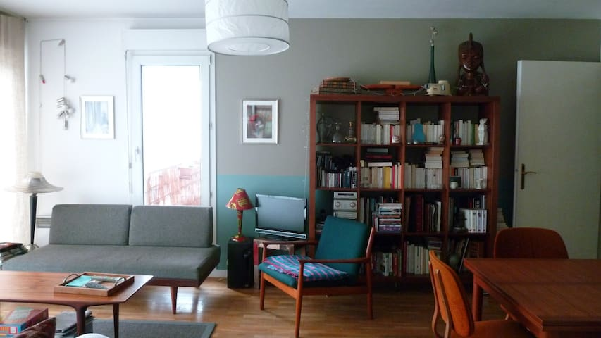 CHARMING BEDROOM WITH TERRACE  - Paris - Daire