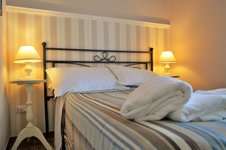 Romantic Mini-Room in Salerno - Salerno - Aamiaismajoitus