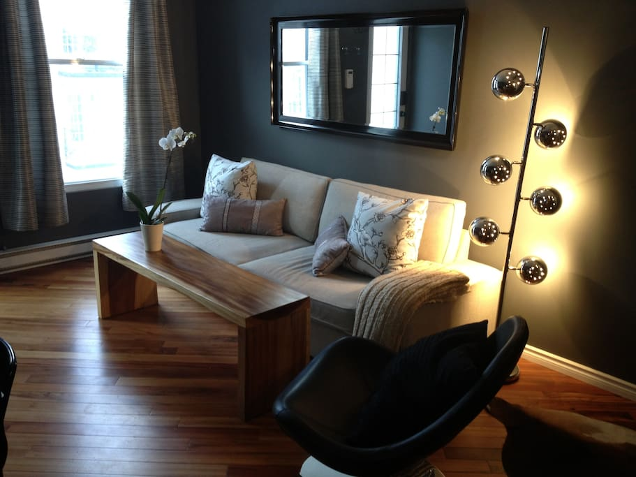 Downtown montreal condo appartements louer montr al for Sofa bed you can sleep every night