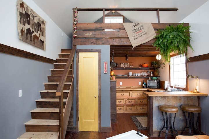 The Rustic Modern Tiny House (30 days+)