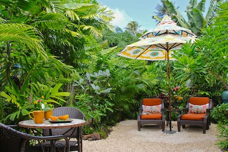 Secluded Beach Bungalow - Kailua