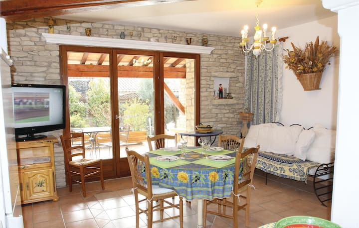 Nice home in Gordes with 6 Bedrooms