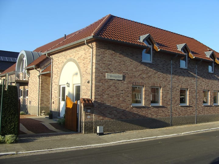 Vierkantshoeve 3km van Sint-Truiden/Haspengouw (M)