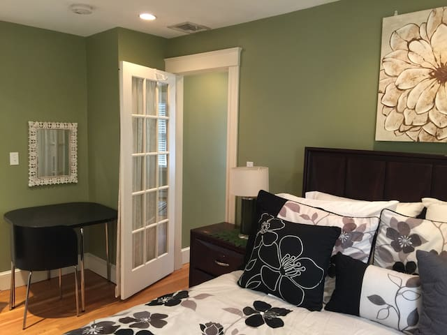 Charming private suite with bath in Marblehead