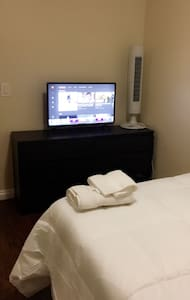 Comfortable, quiet and clean bedroom +TV & closet