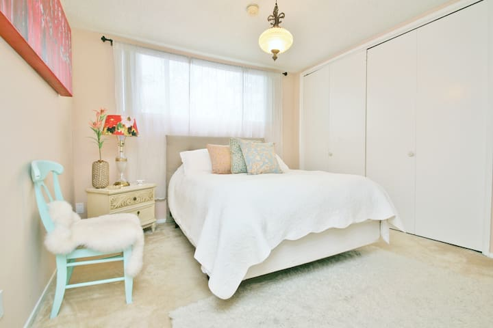 Your Private Cozy & Quiet Guest Room