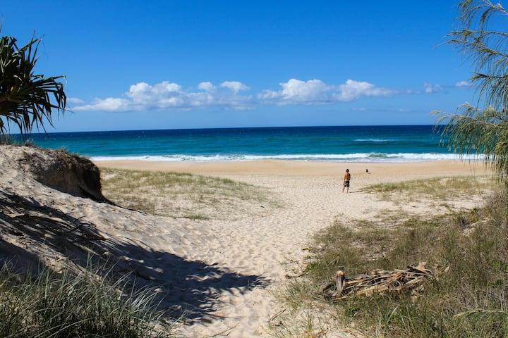 Castaway's beach luxury beachfront apartment