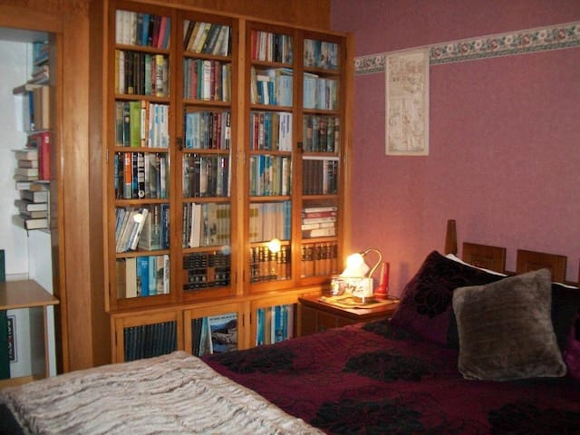 Chez Beirne Homestay - Queen Room - Greymouth - Bed & Breakfast