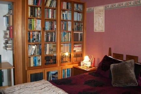 Chez Beirne Homestay - Queen Room - Bed & Breakfast