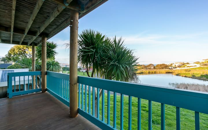 Beautiful Sea & Lake Views - Sleeps 6!