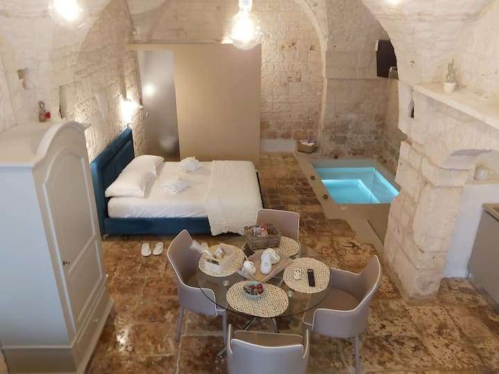 La Stalla Luxury Suite with hydromassage mini-pool