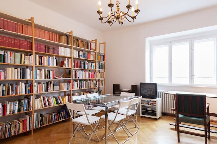 Quiet room, sunny,centrally located