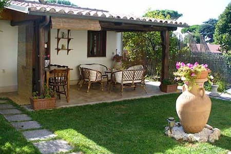 La Floreada B&B.ARDEA on the coast