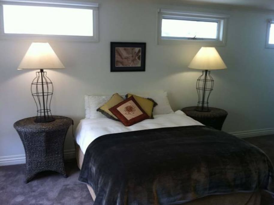 Upstairs Master QB with ensuite and walk in robe