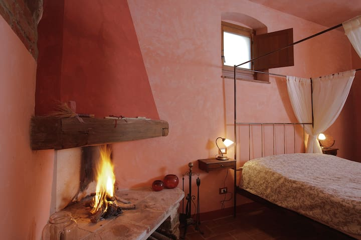 Romantic apt, hills of Florence