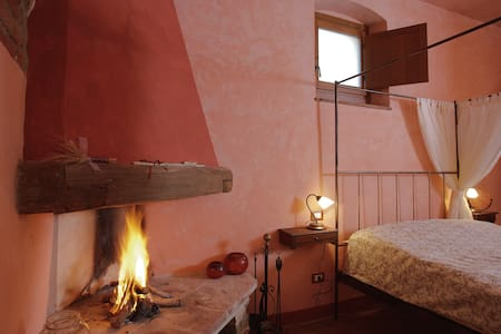 Romantic in organic farm hills of Florence