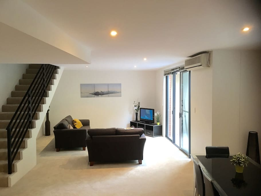 Quality 2 Bed 2 Bath Apartment By Darling Harbour Apartments For Rent In Pyrmont New South