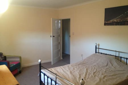 Peaceful Room - Ellesmere Port