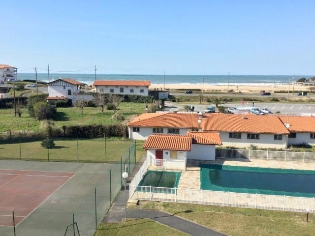 BIDART face plage Uhabia, piscine, tennis privés