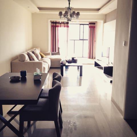 舒适明亮的三居室 - 成都市 - Apartamento