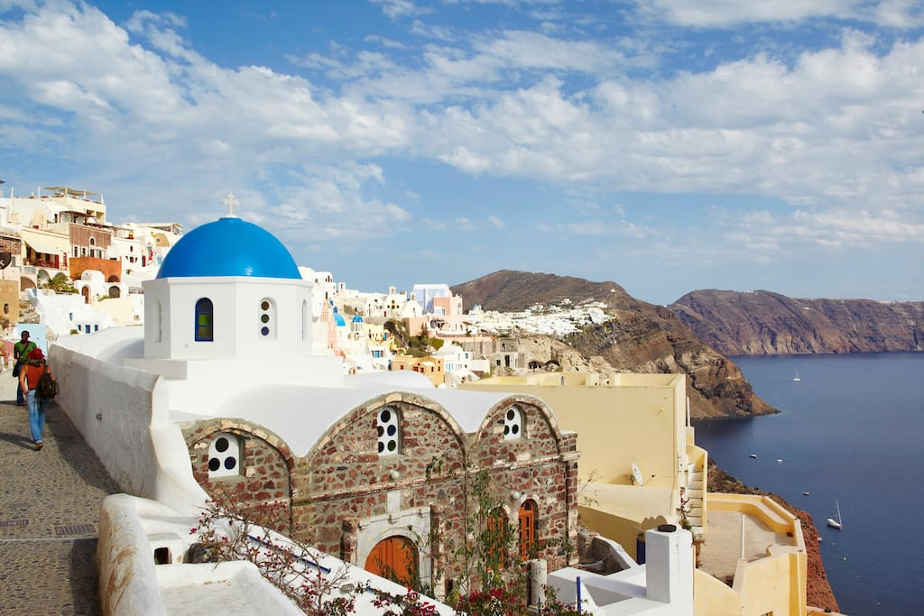 House Nicoletta is located right at the heart of the magical village of Oia