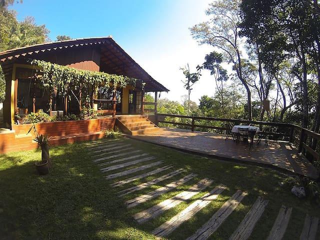 Chalé em condomínio com área de lazer completo - Domingos Martins