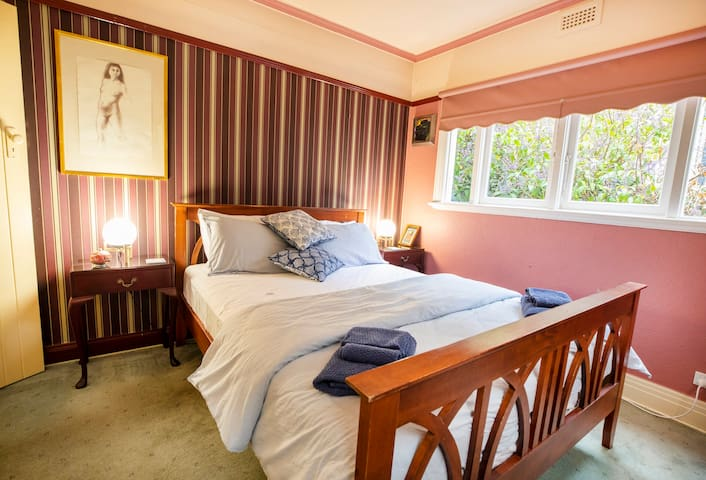 Small bedroom, queen size bed.