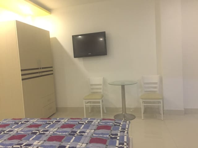 SM8 - 102. Serviced and furnished room - Ho Chi Minh City - Apartamento