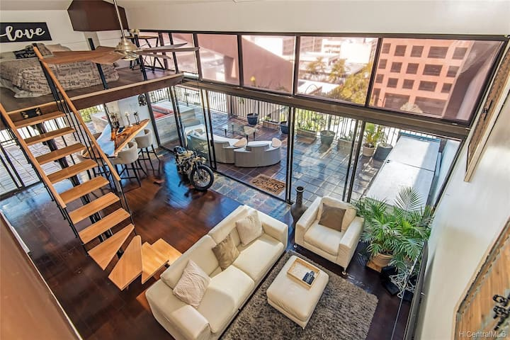 2200 SQ FT- 2 Story LOFT APARTMENT - SLEEPS 6