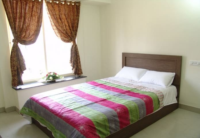 AC,Unlimited Wifi room in Vimannagar, Pune airport - Pune - Bed & Breakfast