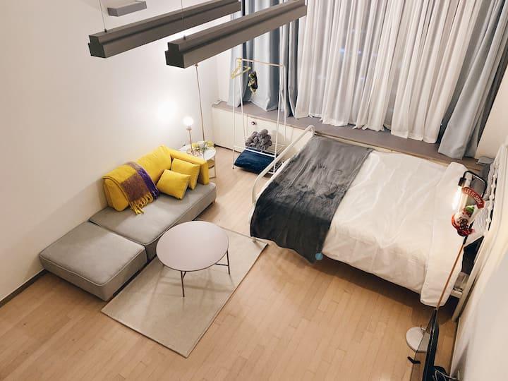 #3/강남역 12번 1분 거리/쾌적하고 넓은복층원룸/전문 청소업체 고용/파티허용/청소비X