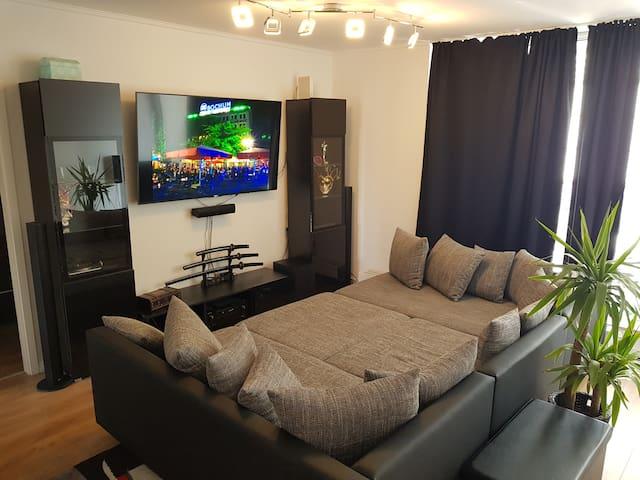 Moderne Wohnung nah der Jahrhunderthalle (Zimmer)