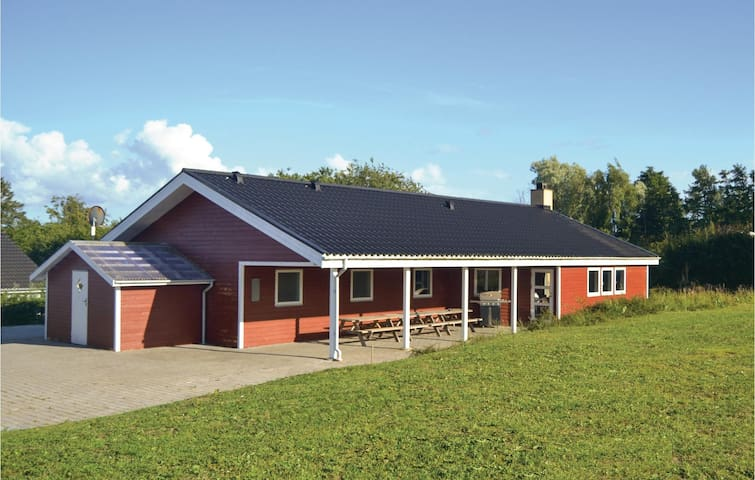 Holiday cottage with 7 bedrooms on 141 m²