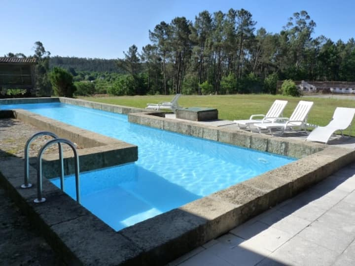 Casa con 3 stanze a São Pedro do Sul, con splendida vista sulle montagne, accesso alla piscina, giardino recintato - 70 km dalla spiaggia
